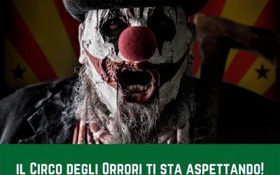 Il presentatore dei freaks Clausius ti invita ad entrare nel circo degli orrori più terrificante del mondo per scoprire tutti gli sporchi segreti dei (finti ed improvvisati) allevamenti ad erba